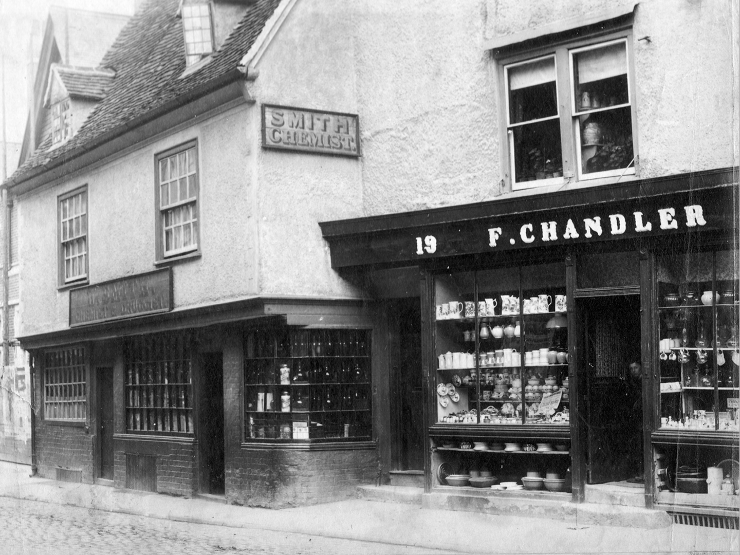 smiths-and-chandlers-in-high-street